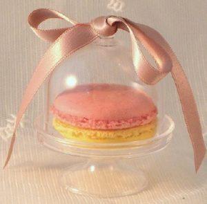 macaron cloche 300x295 - Offrez du sucré à vos invités !