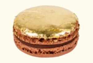 macaron feuille dor 300x205 - Offrez du sucré à vos invités !