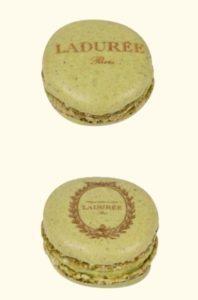 macaron personnalise  198x300 - Offrez du sucré à vos invités !