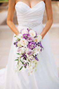 bouquetcascade 200x300 - Le fameux, l'unique... le bouquet de la mariée!