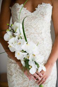 bouquetgerbe 200x300 - Le fameux, l'unique... le bouquet de la mariée!