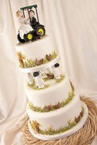 20718cd2a1f15cf4b72044722a96875d 200x300 - Le célèbre gâteau des mariés ... une tradition?