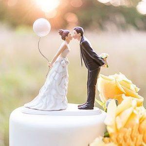 figurine 300x300 - Le célèbre gâteau des mariés ... une tradition?