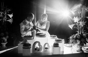 gateauexterieur 300x197 - Le célèbre gâteau des mariés ... une tradition?