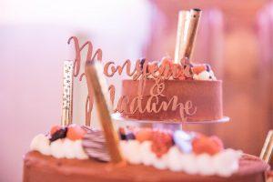 jessica amber 1 300x200 - Le célèbre gâteau des mariés ... une tradition?