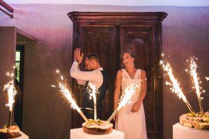 nadiaetthomas 696 300x200 - Le célèbre gâteau des mariés ... une tradition?