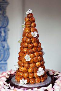 piece montee 200x300 - Le célèbre gâteau des mariés ... une tradition?