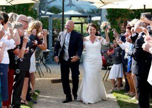 haie dhonneur 300x214 - 10 tips pour votre journée de mariage!